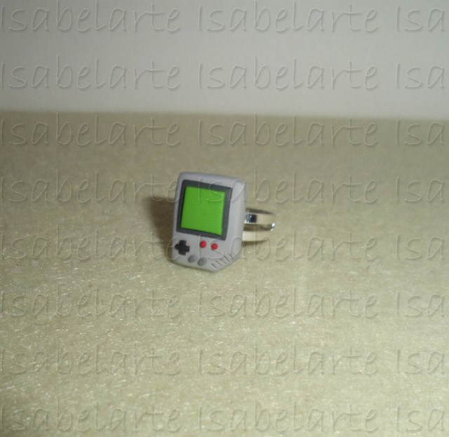 Anillo inspirado en Game Boy