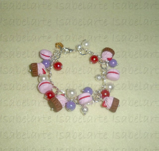 Bracelet macarons and cupcakes